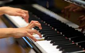 Musicians with tense and stressful playing technique are often in pain, and risk developing Dupuytren's contracture.